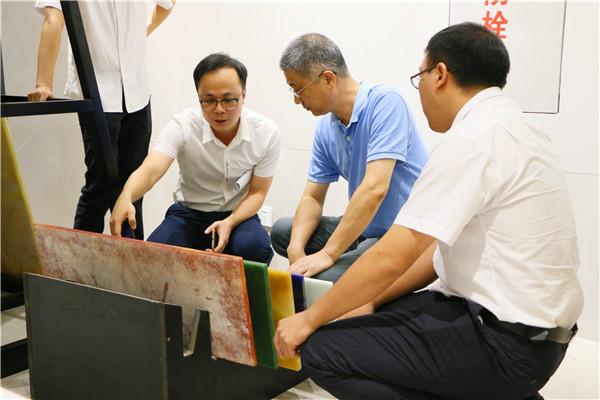 晶刚玉研发总负责人及团队与专家们交流产品技术 (2).jpg